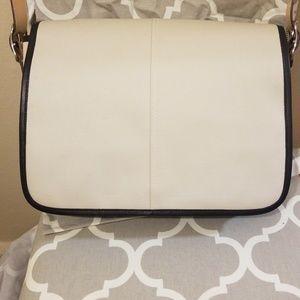 Coach Messenger Style Bag